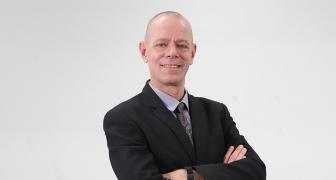 Mr.Dennis Ferenc Buis (ผู้ช่วยผู้อำนวยการสำนักวิทยบริการและเทคโนโลยีสารสนเทศ)