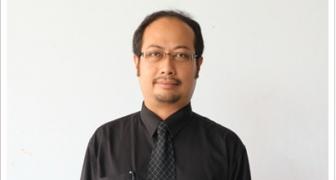 ผู้ช่วยศาสตราจารย์ปริญญา น้อยดอนไพร (รองผู้อำนวยการสำนักวิทยบริการฯ ฝ่ายศูนย์คอมพิวเตอร์)